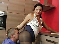Гарячі господиня порно на кухні